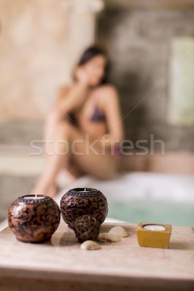 Bastante mulher jovem relaxante banheira de hidromassagem mulher menina Foto stock © boggy