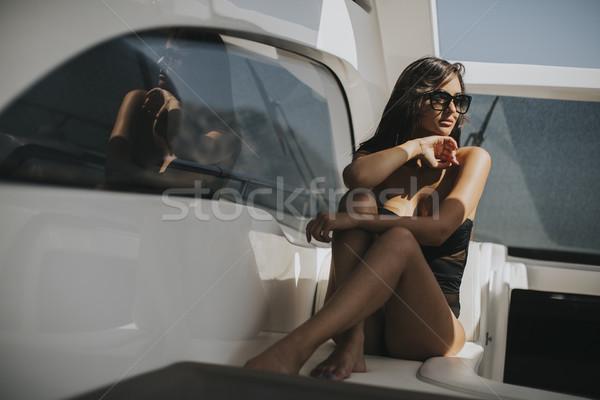 Dość młoda kobieta relaks jacht widoku Zdjęcia stock © boggy