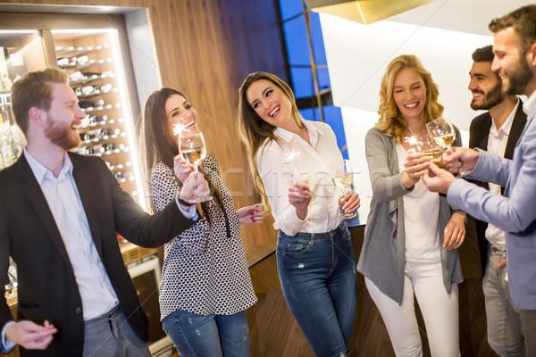 Jongeren witte wijn vrolijk groep Stockfoto © boggy
