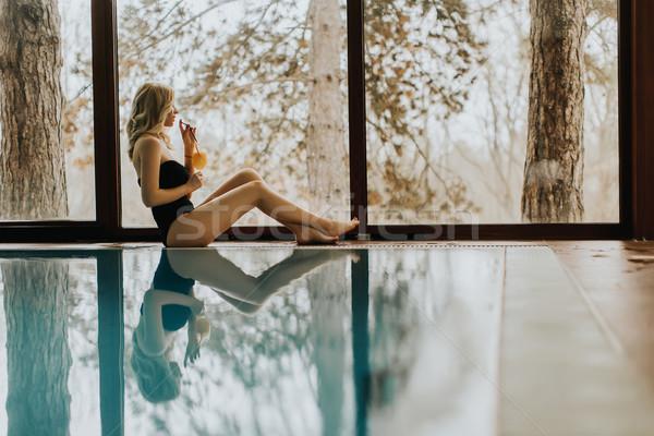 Stockfoto: Mooie · jonge · vrouw · ontspannen · zwembad · spa · centrum