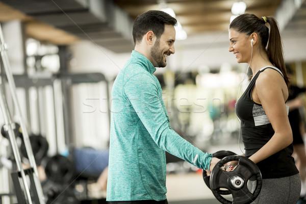 Jonge vrouw personal trainer gymnasium fitness oefening Stockfoto © boggy