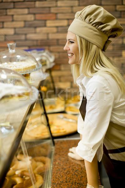 Mulher jovem pão padeiro compras mulher Foto stock © boggy
