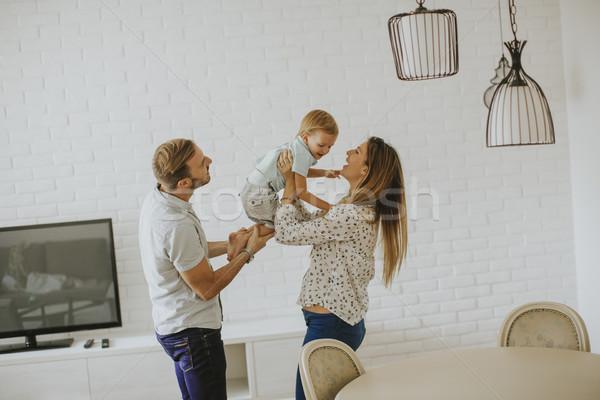Foto stock: Jóvenes · familia · feliz · habitación · feliz · casa