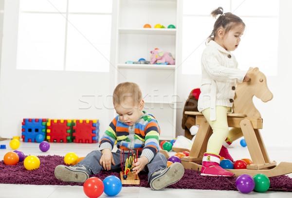 Ninos jugando habitación nina casa diversión juguete Foto stock © boggy