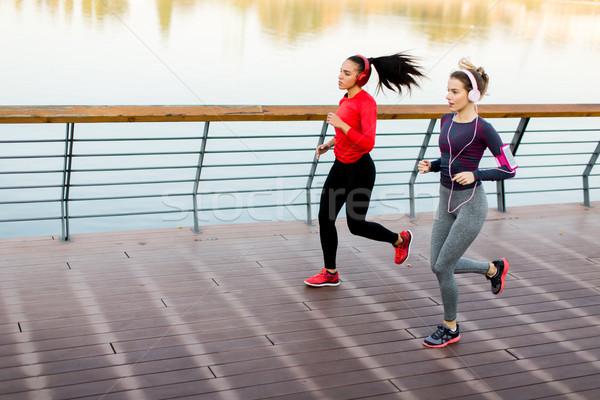 Stockfoto: Twee · jonge · vrouwen · lopen · rivier · ochtend · sport