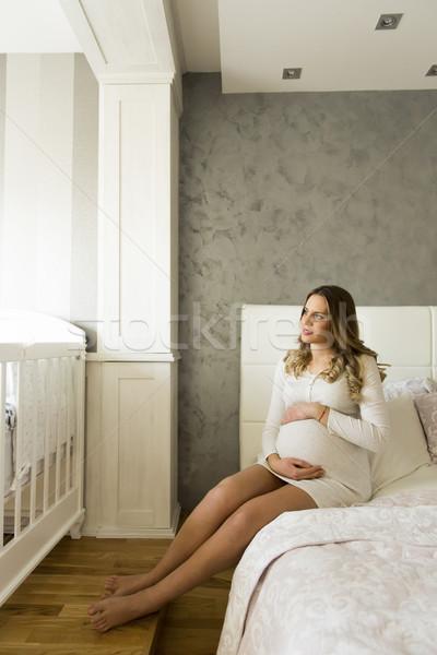 Foto stock: Bonitinho · mulher · grávida · sessão · cama · casa · mulher