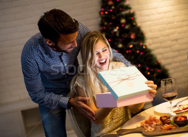 Sunmak Noel zaman mutlu aile Stok fotoğraf © boggy