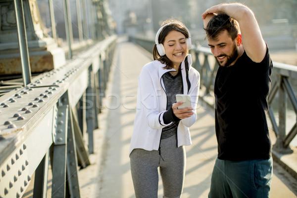 Para jogging miasta młodych telefonu Zdjęcia stock © boggy