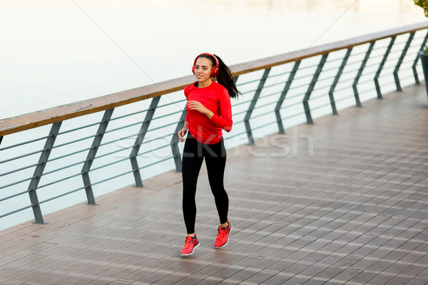 Aktív fiatal gyönyörű nő fut promenád kilátás Stock fotó © boggy