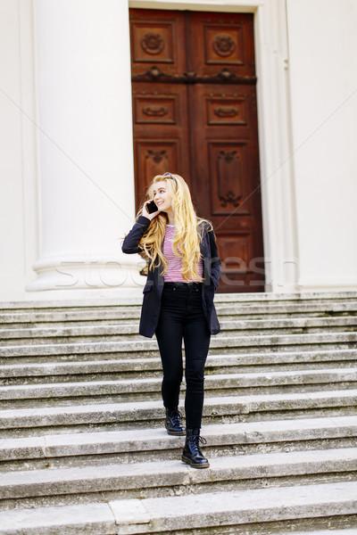 Młoda kobieta telefonu komórkowego schody Wiedeń Austria kobieta Zdjęcia stock © boggy