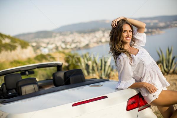 Dość młoda kobieta biały kabriolet samochodu słoneczny Zdjęcia stock © boggy