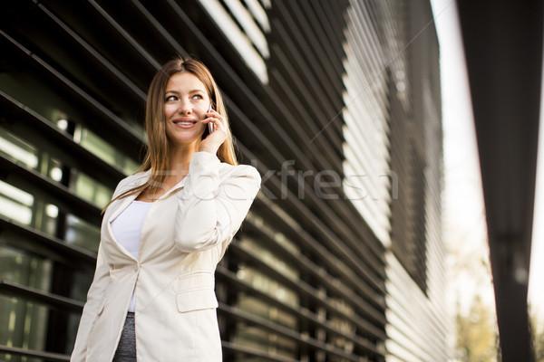 女實業家 說 電話 辦公樓 女子 電話 商業照片 © boggy