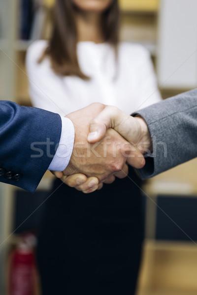 üzletemberek üzlet megállapodás iroda üzlet üzletember Stock fotó © boggy
