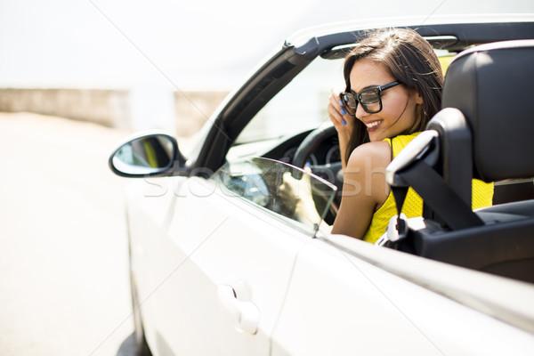 Güzel genç kadın beyaz kabriyole araba güneş gözlüğü Stok fotoğraf © boggy