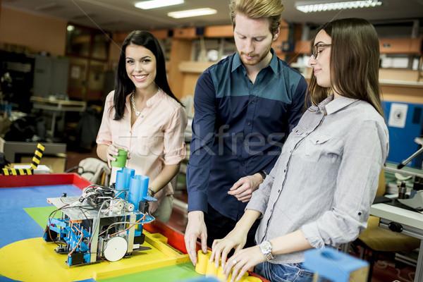 Fiatalok dolgozik robotika osztályterem technológia oktatás Stock fotó © boggy