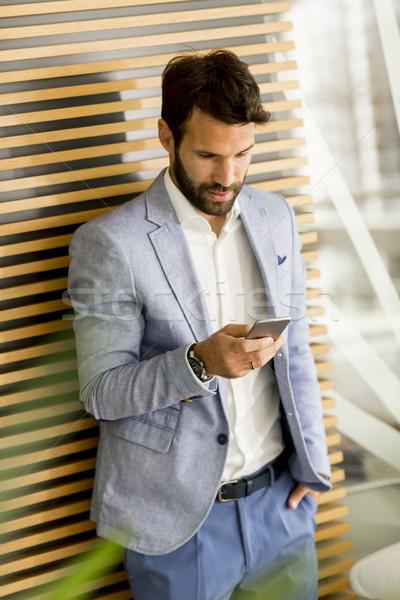 Knap jonge zakenman telefoon kantoor Stockfoto © boggy