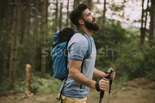 Сток-фото: молодые · бородатый · турист · горные · вид · сбоку · лес