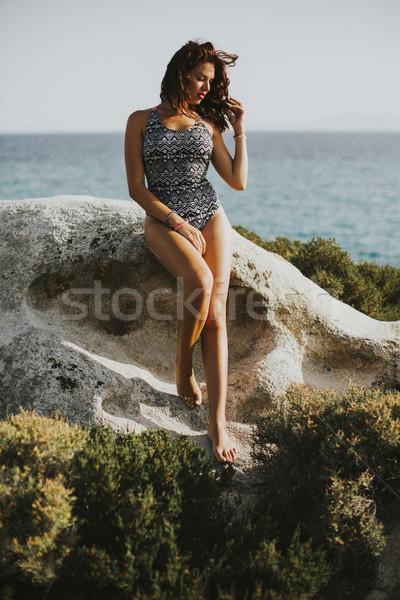 Güzel genç kadın kıyı deniz doğa Stok fotoğraf © boggy