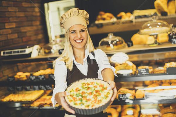 Jóvenes femenino Baker pie panadería pizza Foto stock © boggy