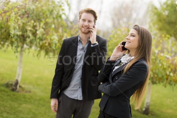 Uomini d'affari giovani telefoni fuori business telefono Foto d'archivio © boggy