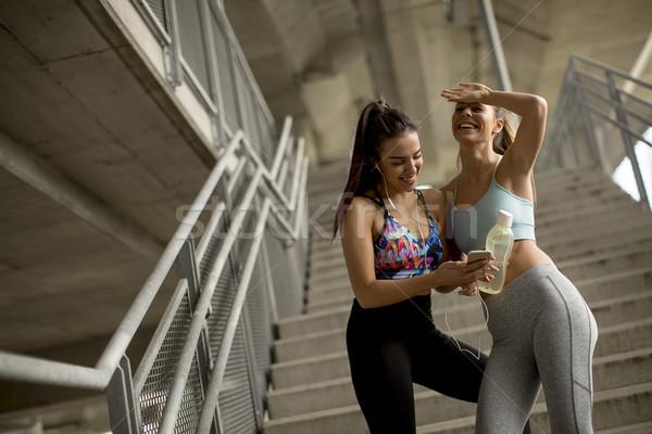 Stok fotoğraf: Genç · kadın · koşucu · merdiven · portre