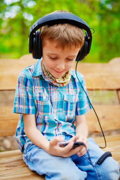 Musik hören Kopfhörer Stereo Lächeln Telefon Stock foto © bogumil
