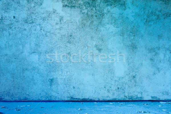 Eski terkedilmiş mavi duvar iç Stok fotoğraf © bogumil