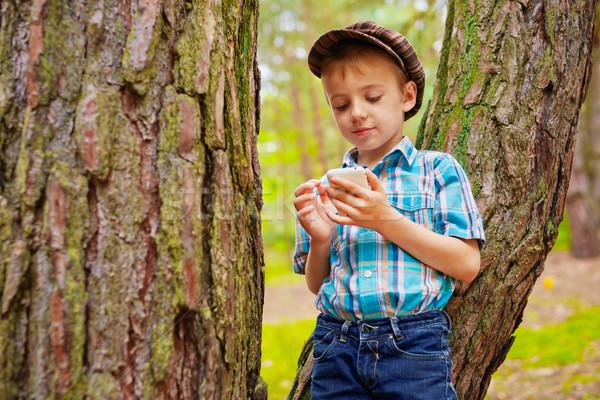 Genç çocuk hareketli Internet telefon Stok fotoğraf © bogumil