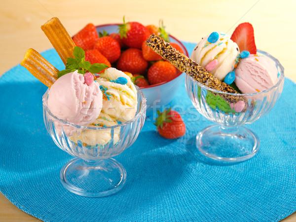 Lezzetli dondurma çilek tablo gıda meyve Stok fotoğraf © bogumil