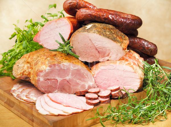 Salchichas tabla de cortar mesa alimentos placa comer Foto stock © bogumil
