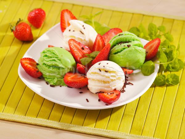 Dondurma çilek plaka gıda meyve çikolata Stok fotoğraf © bogumil