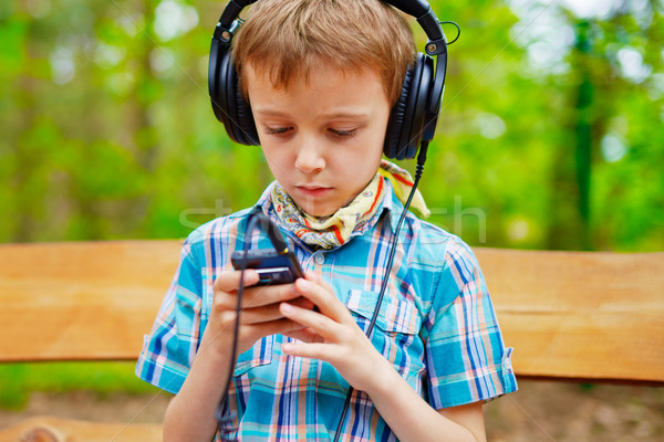 Musik hören Stereo Kopfhörer Telefon Internet Stock foto © bogumil