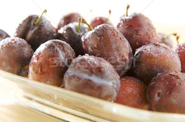 ıslak erik plaka su gıda meyve Stok fotoğraf © bogumil
