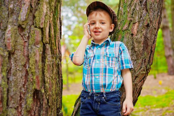 Jovem criança falante telefone móvel elegante menino Foto stock © bogumil