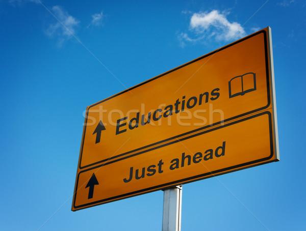 Foto stock: Placa · sinalizadora · educação · à · frente · ícone · livro · ciência
