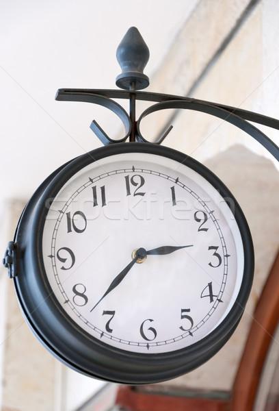 Analogique horloge extérieur fond métal Photo stock © borysshevchuk