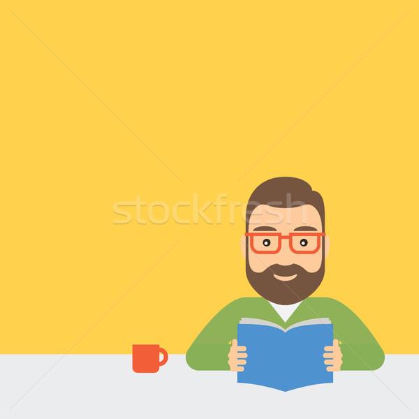 Moço leitura livro sessão tabela jovem Foto stock © borysshevchuk