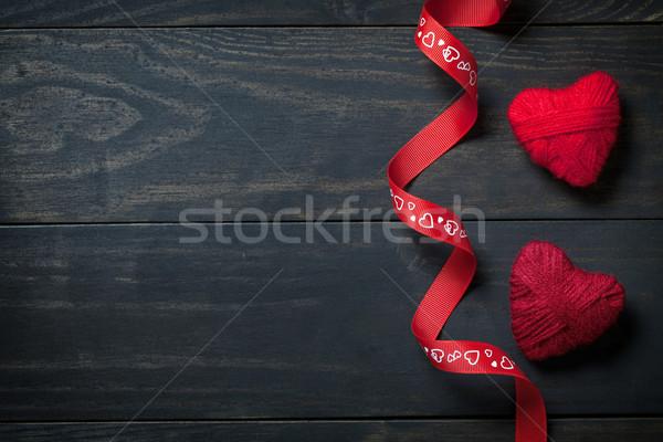 Stok fotoğraf: Sevgililer · günü · kırmızı · kalpler · yün · ahşap · bo