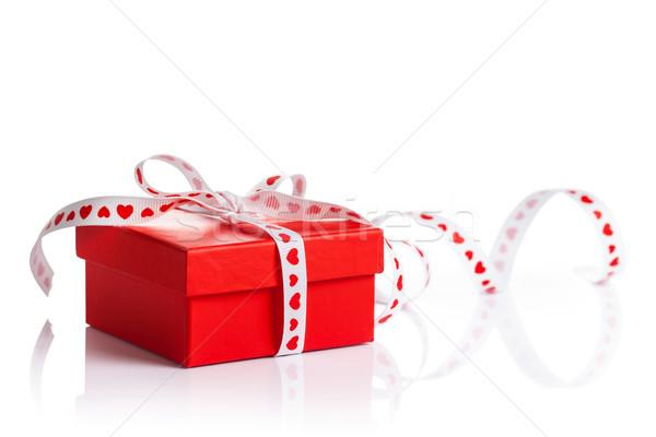 Ajándék doboz piros szalag fehér papír születésnap Stock fotó © Bozena_Fulawka