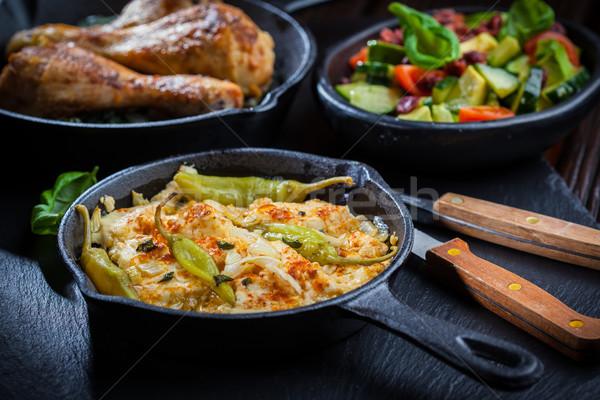 Sült fetasajt avokádó saláta grillcsirke lábak Stock fotó © brebca