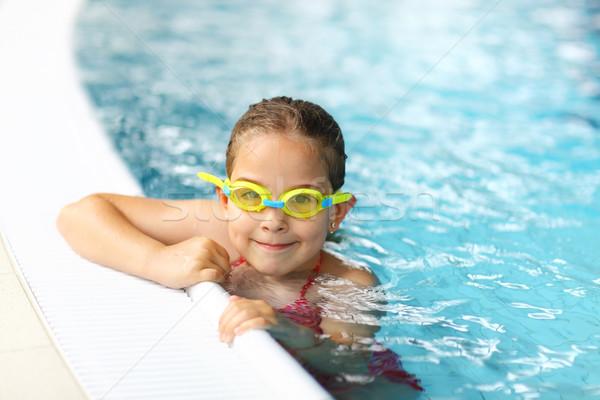 Aluna óculos de proteção piscina bonitinho menina água Foto stock © brebca