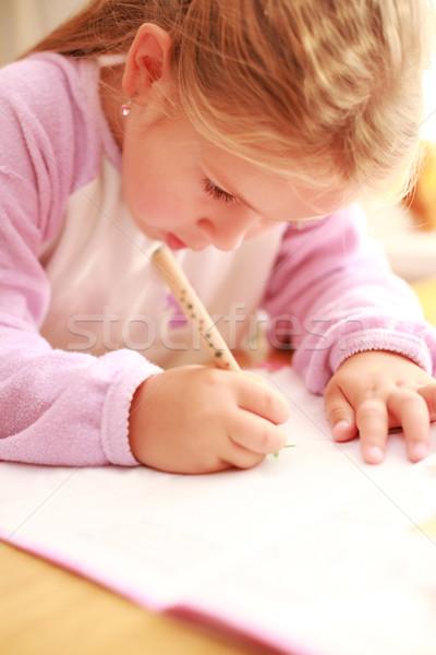 Hausaufgaben cute kleines Mädchen Malerei home Stock foto © brebca