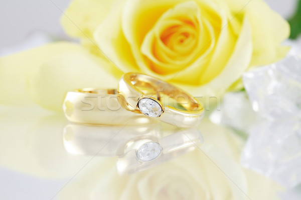 Esküvő csendélet gyönyörű arany gyűrűk virág Stock fotó © brebca