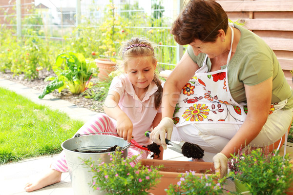 Kind Blumen besser Wachstum Frau Stock foto © brebca