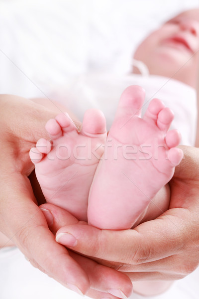 Recién nacido detalle pies madres manos superficial Foto stock © brebca
