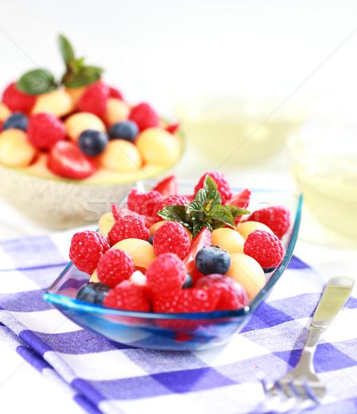 Friss bogyók finom felszolgált tál gyümölcs Stock fotó © brebca
