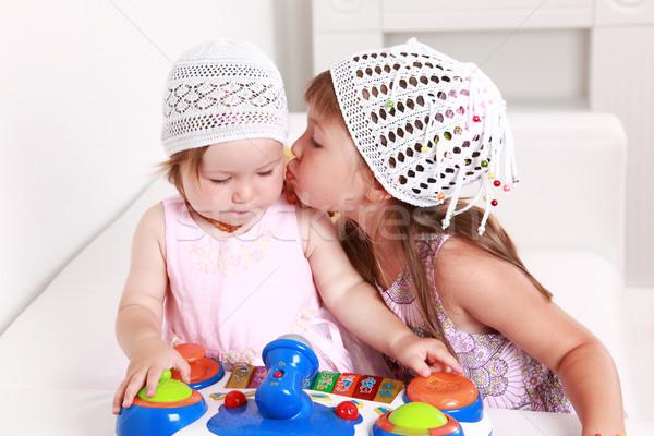 Godny podziwu gry dla dzieci gry wraz rodziny baby Zdjęcia stock © brebca