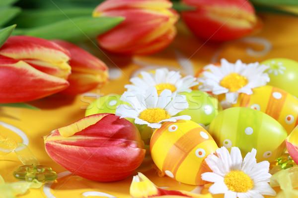 Húsvét tojások tulipánok tavasz asztal dekoráció Stock fotó © brebca