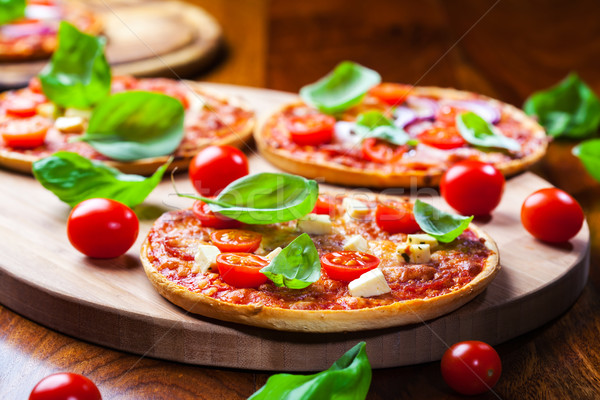 Pizza traditionnel salami fromages restaurant plaque Photo stock © brebca