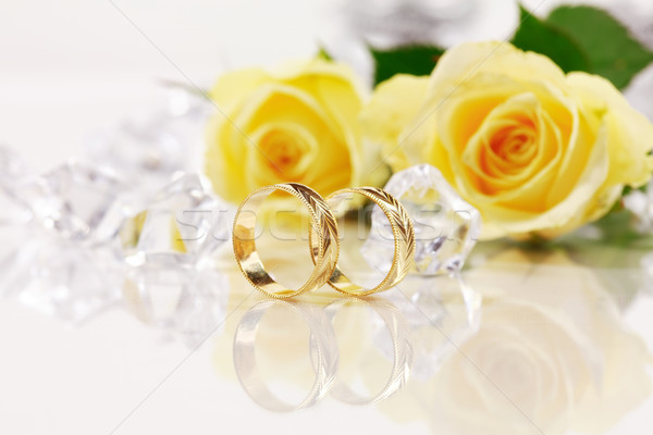 Bruiloft stilleven mooie gouden ringen bloem Stockfoto © brebca